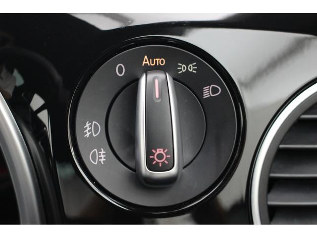 直感的に操作できるロータリー式のヘッドライトスイッチ(オートライト機能付きです。)スイッチを引けば前後リヤフォグランプが点灯します。