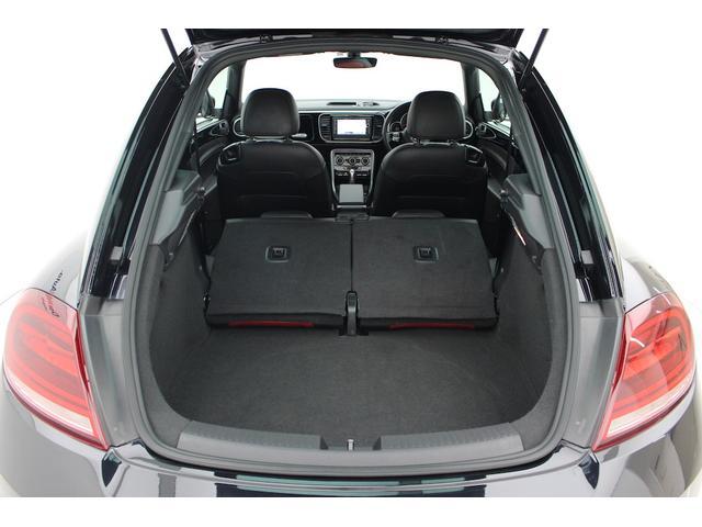 リヤシートを倒せば、950Lもの大容量スペースが広がります。