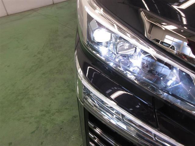 高輝度でしかも消費電力の少ないLEDをハイ、ロービームに採用。