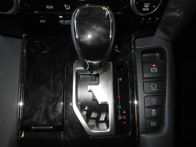高級車の定番、ゲート式シフト。マニュアル感覚でシフトチェンジできる7速シーケンシャルマチック搭載。
