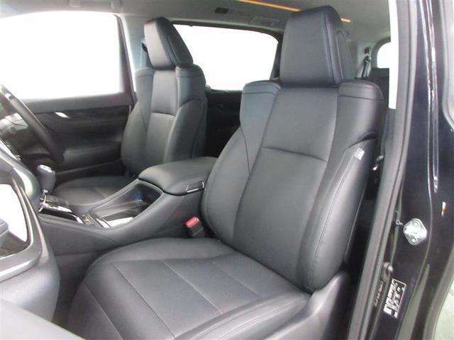 運転席8ウェイ助手席4ウェイパワーシート。エンジンOFFで後方に移動する運転席オートスライドアウェイ機能付。