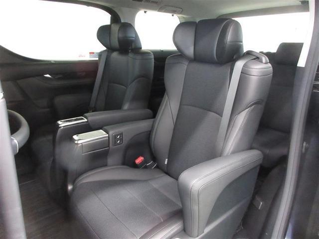 最大500ミリのシートスライドが可能。快適な電動オットマンを装備したエグゼクティブパワーシート。