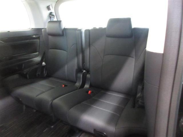 乗車人数や荷物にフレキシブルに対応できる、5:5分割スペースアップ機能付サードシート。