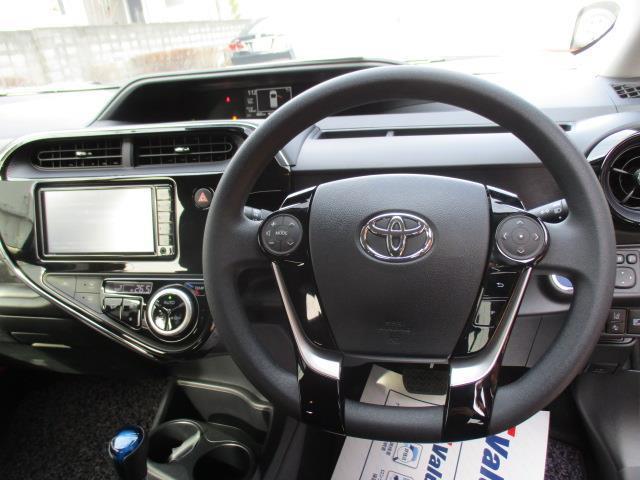 トヨタ アクア S 1年間走行無制限保証