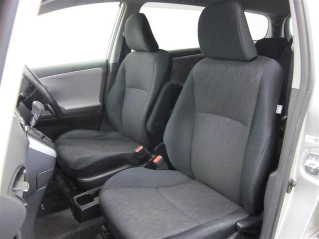 運転席は6ウェイ、助手席は4ウェイの調整が可能なフロントシート。