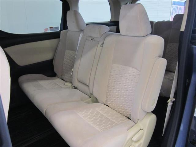 座面のチップアップ機構と最大720ミリのロングスライドシートが広々としたラゲージスペースを実現。