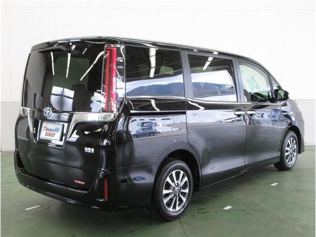 ハイブリッドGi プレミアムパッケージ 当社試乗車 SDナビ(3枚目)