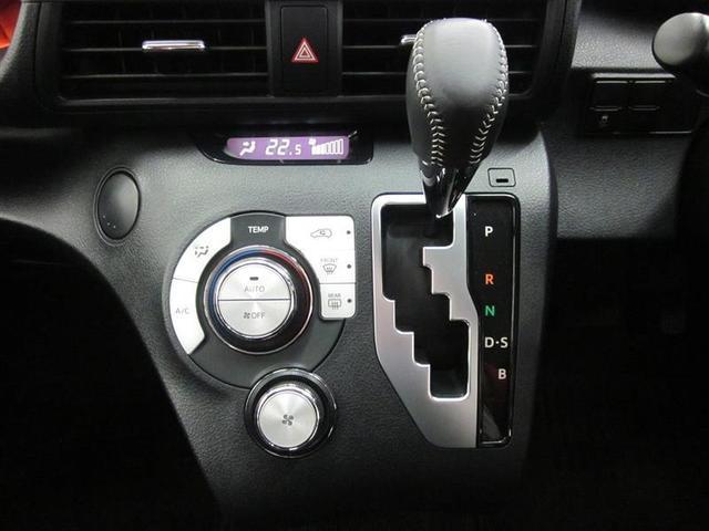 室内温度や吹き出し口も自動制御のフルオートエアコン。シフトは、Sモード付で、パワー感ある登坂や加速が楽しめます。