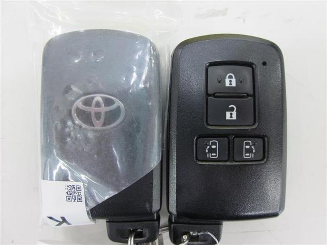 ドアハンドルに触れるだけで施錠・解錠操作ができるスマートエントリー。(両側パワースライドドア開閉機構付)