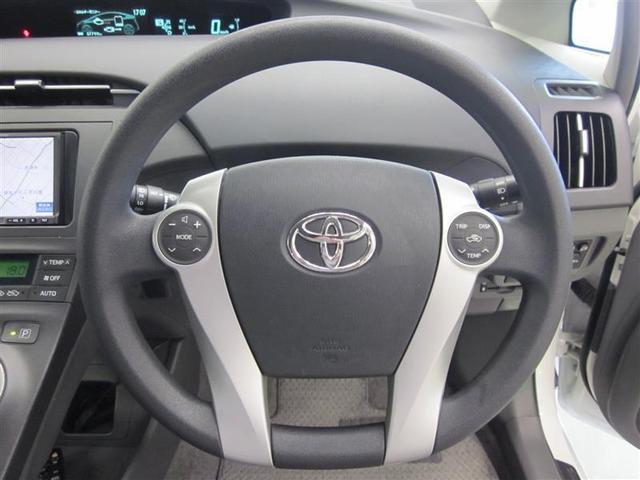燃費向上のために、手元で温度や内気循環切り替えができるようステアリングスイッチが付いています。