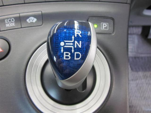 プリウスの特徴でもあるエレクトロシフトマチック搭載。操作軽快で、エンジンOFFで自動的にPレンジに入ります。