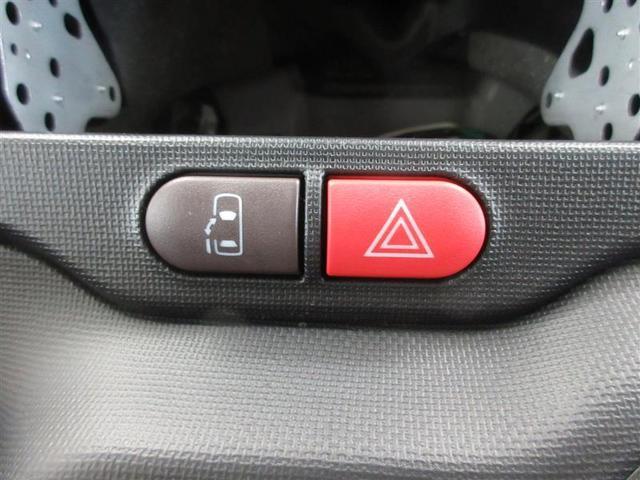 運転席から操作できる、助手席側パワードアスイッチです。挟み込み防止装置付なので小さなお子様にも安心です。