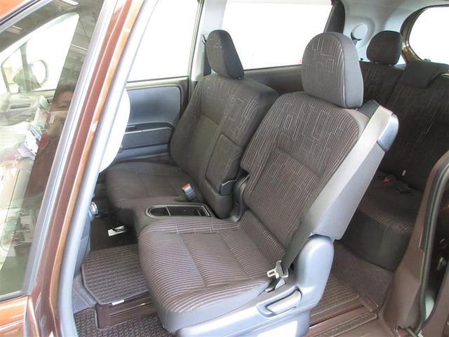 運転席は6ウェイ、助手席は4ウェイの調整が可能です。ステアリングも上下調整ができ、体型に合わせベストポジションが確保できます。