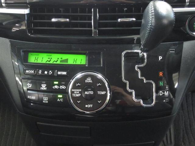 助手席の奥様も快適な、左右独立温度コントロール付フルオートエアコンを装備。