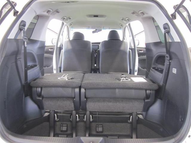 サードシート標準状態の時には床下にも荷物を収納できます。