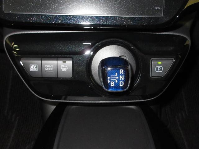 電動コンプレッサー採用で、エンジン停止時にも冷房状態をしっかり維持するフルオートエアコンです。