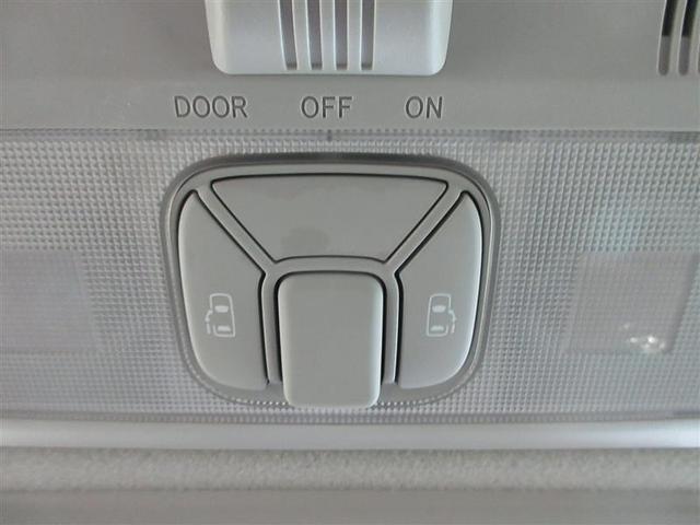 助手席からも操作しやすいオーバーヘッドタイプのパワースライドドアコントロールスイッチです。(挟み込み防止装置付)