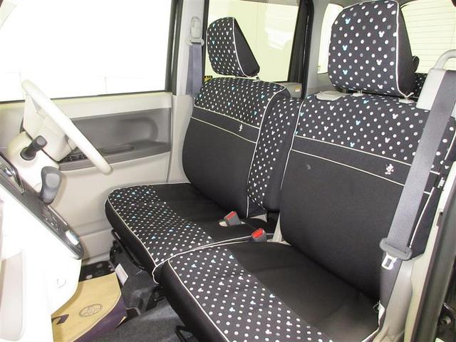 アームレスト付のベンチシートで、長距離ドライブも楽々。左右の移動も簡単です。