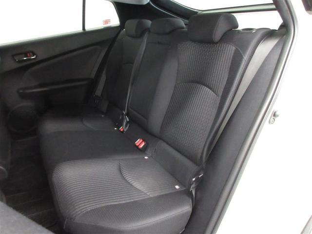 リヤシートはクッション性の向上や接触面積を広げることで、長時間座っていても疲れにくい快適な乗り心地を実現しました。