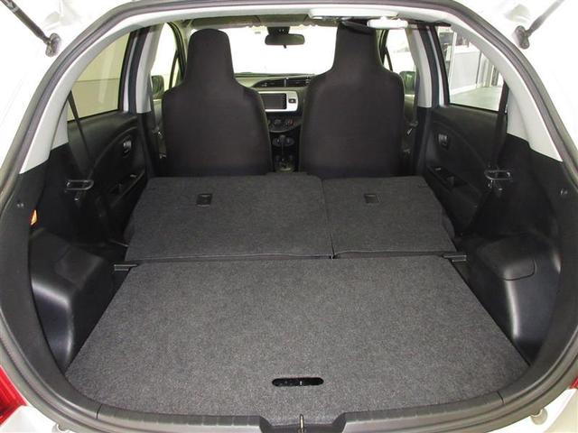 リヤシートを倒せば広いラッゲジスペースが。タイヤ4本も楽に収納できます。