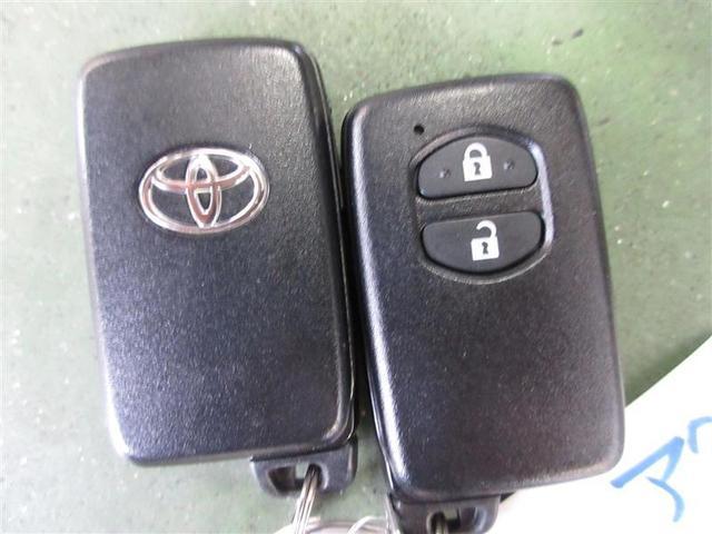 ドアハンドルを軽く握るだけでドアを解錠、ドアハンドルセンサーのタッチで施錠できる、スマートエントリーです。