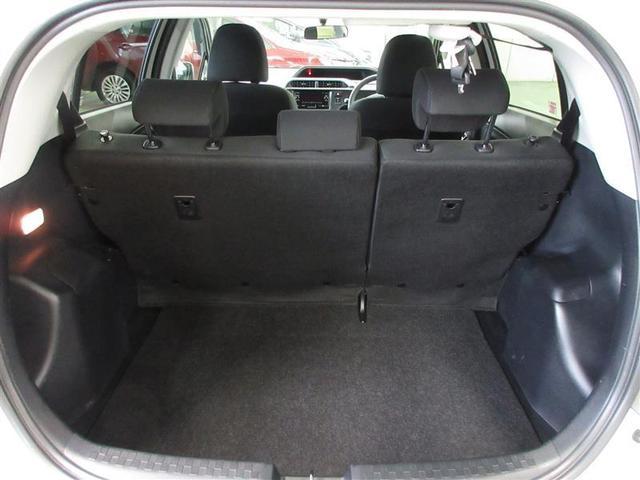 リヤシートを倒すと広いラゲージスペースが。タイヤ4本の積載も可能です。