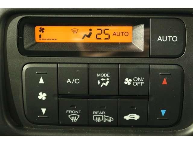 室内温度を快適に保つフルオートエアコン装備