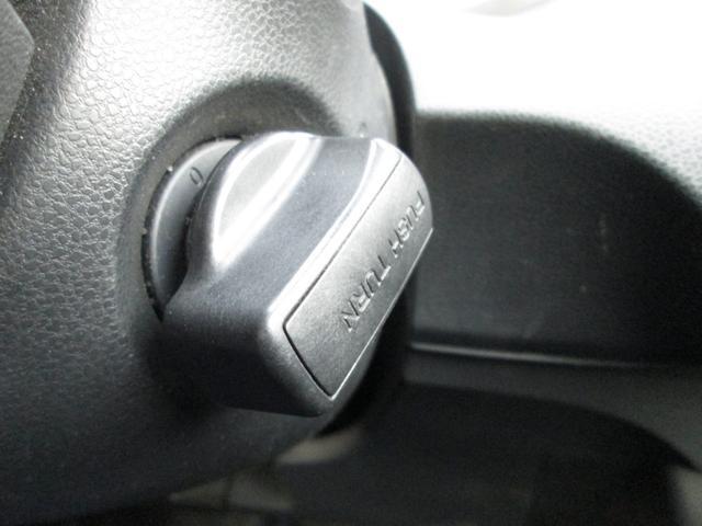 スマートキーを装備しておりますので、キーが車内にあれば、ひねるだけでエンジンをかけられます!キーをバッグやポケットからキーを取り出す必要がありません!