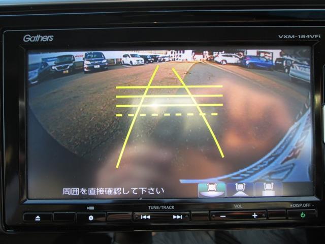 バックカメラ付きです。ギアをRレンジにいれると、自動的に後方の状況が画面に映し出されます!