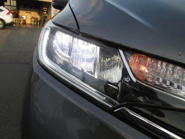 LEDヘッドライトと、LEDフォグライトを装備しております!消費電力が低く、長寿命ですので、今後はLEDライトが主流になっていくと思われます!明るさも十分ございますので、お越しの際はぜひご確認下さい!