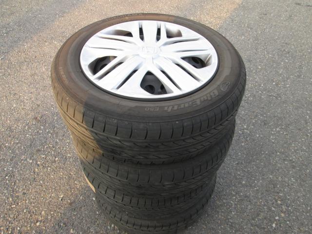現在冬タイヤを装着しておりますが、夏タイヤもスチールホイール付で付属しております。