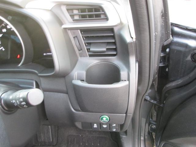 運転席にもドリンクホルダーが付いております!