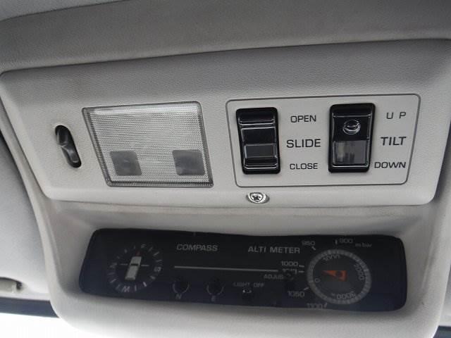 トヨタ ランドクルーザー80 VXリミテッド4WD3インチリフトアップクルコンサンルーフ
