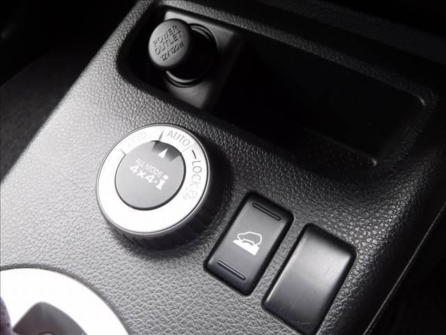 20X 4WD ストラーダナビフルセグ リアモニター フロント&バックモニター クルコン 撥水シート 社外マルチメーター MKW16AW ジオランダ―A/Tタイヤ キセノン ルーフキャリア(7枚目)