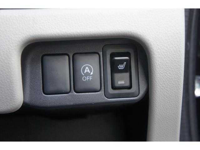 信号待ちなどのクルマを停止させたときに自動的にエンジンを切り、発進時にエンジンを再始動させるアイドリングストップシステム。クルマが止まっている時にはエンジンも停止させるので燃費が向上します。