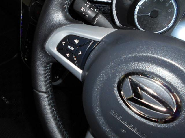 ステアリングスイッチが付いているのでナビに直接タッチしなくても音量・チャンネルが変えられます♪