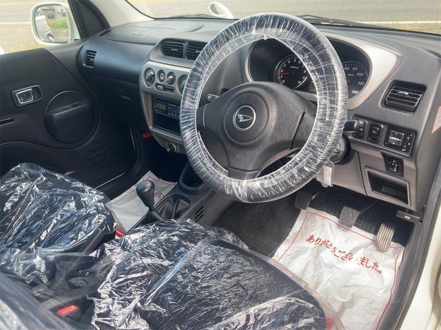 カスタムL 4WD ターボ 5速MT CD キーレスエントリー 電動格納ミラー アルミホイール エアコン パワーステアリング パワーウィンドウ 運転席エアバッグ(2枚目)