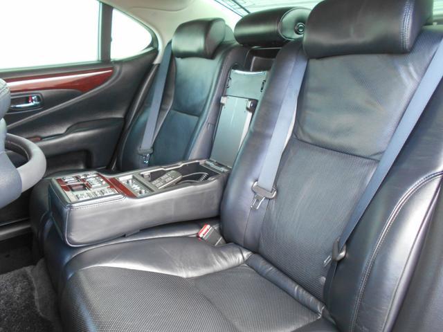 LS600h バージョンU 4WD 黒革 マルチ(17枚目)