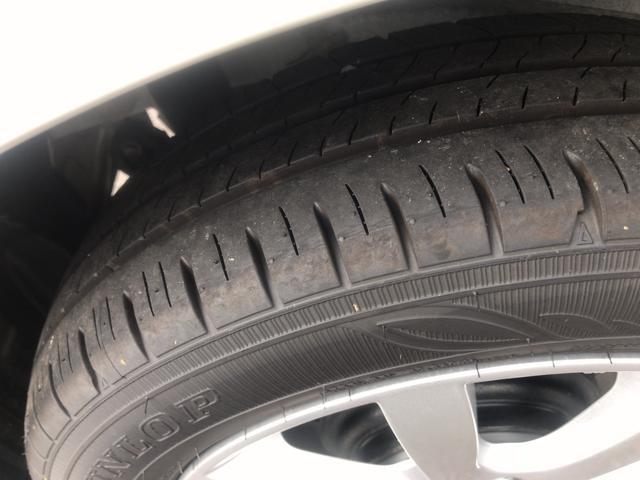 タイヤの残り溝はまだまだあります。