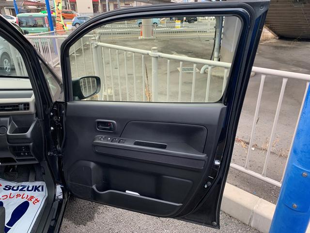 運転席ドア。中間2段ストッパーを採用。狭い駐車場でもスムーズに乗り降りできます。