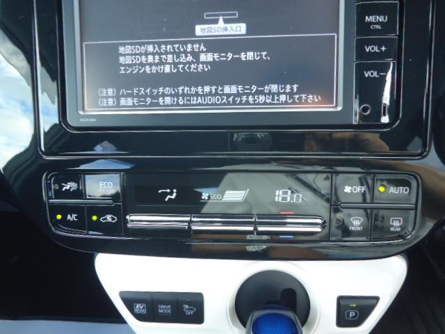 オートエアコン付です。簡単操作で快適に車内温度をコントロールします。