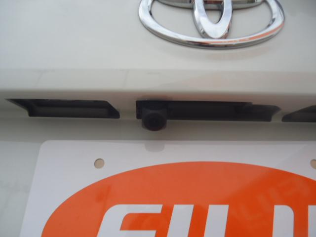 バックモニター付ですので、車庫入れや駐車の再に便利です。