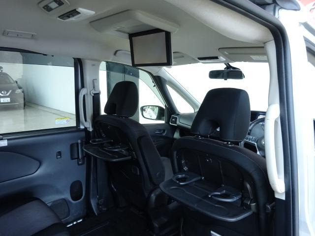 ■ 装備 7 ■ 純正後席用フリップダウンモニター|パーソナルテーブル