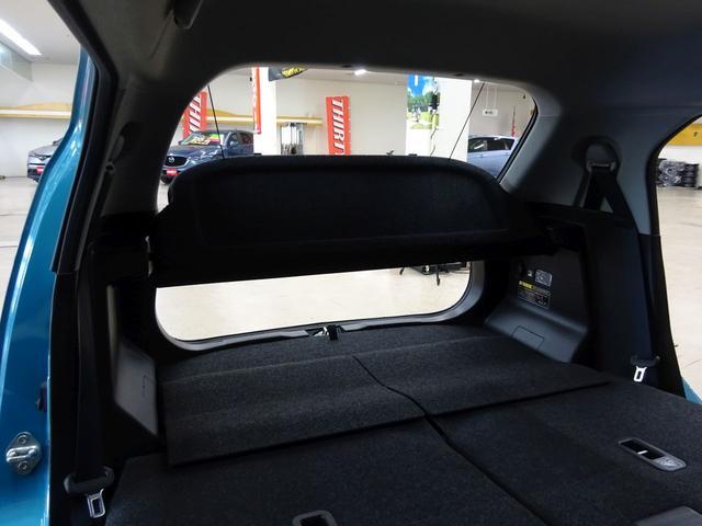 ■ 車内最後部 ■ 後席から見た車内最後部です。