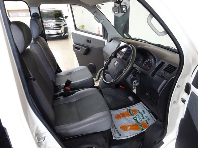 GL フルタイム4WD センターロックモード ワンオーナー 純正ナビ バックカメラ TV キーレス クリアランスセンサー リアヒーター リアフォグ プライバシーガラス ETC車載器 バイザーマット付き(11枚目)