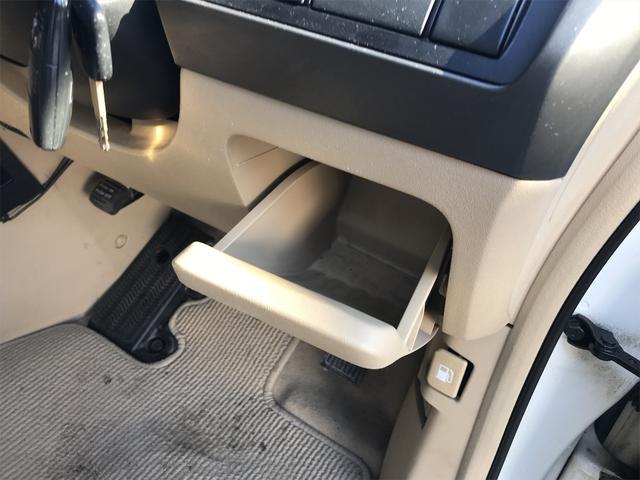 G 4WD ナビ バックカメラ ETC キーレス 8人乗り(18枚目)