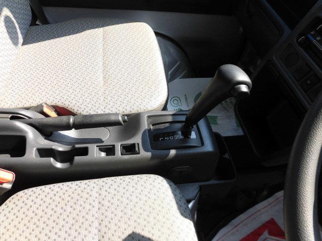 オートマチックフロアシフト/パートタイム4WD