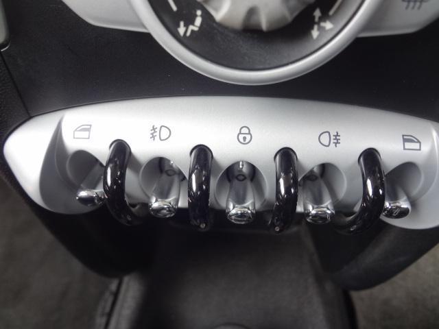 ワン ディーラー車 右ハンドル プッシュスタート CD ETC 15インチアルミ ホワイトルーフ(25枚目)