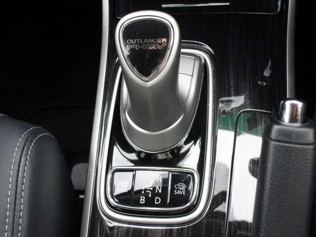 2.0 G ナビパッケージ 4WD 電動スライドサンルーフ(9枚目)