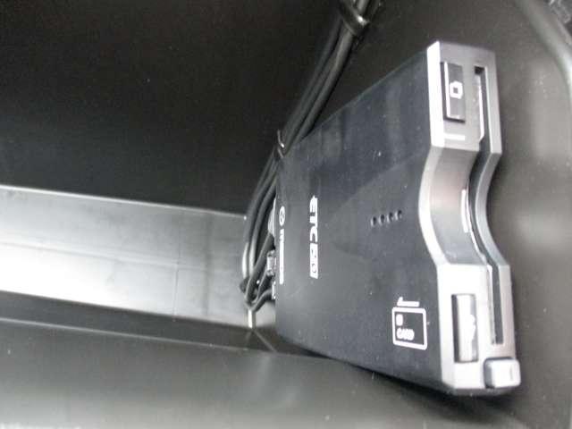 2.2 XD シルク ベージュ セレクション ディーゼルター ワンオーナー 禁煙車 サンルーフ BOSEサウンド 冬タイヤ付 8インチモニター カープレイ対応 360度カメラ G-ベクタリングコントロール 先進安全技術搭載 オフロードトラクションアシスト機能(11枚目)
